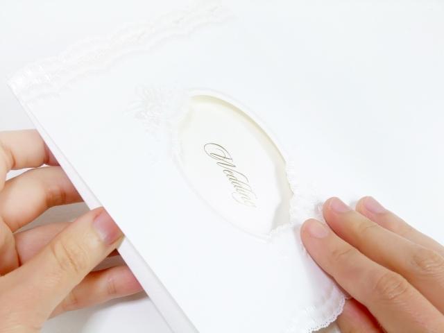 結婚式・披露宴の招待状の役割